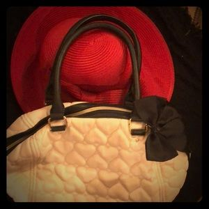 CUTE Betsy Johnson Bow Bag. Ecru/Black